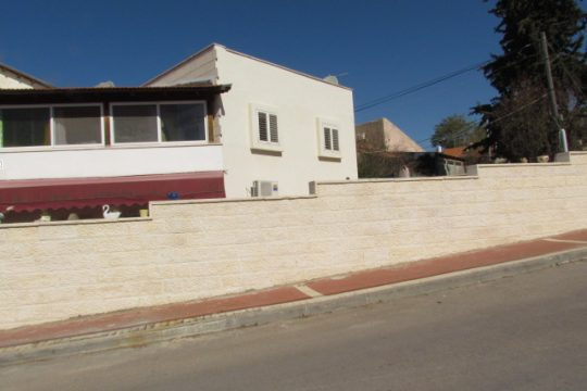 בית שמחולק ל3 דירות ענקיות