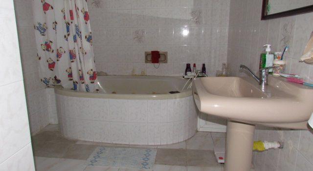 חדר אמבטיה בבית למכירה בבית שמש