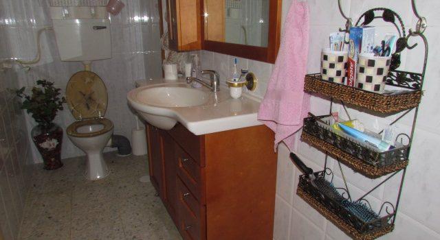 חדר שירותים בבית גדול בבית שמש